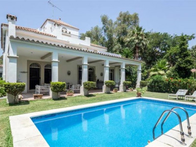 Nueva Andalucia, Lovely villa for sale in Nueva Andalucia in a quiet residential area