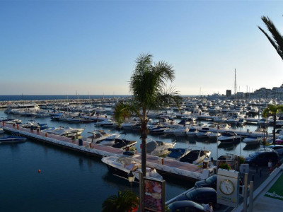 Marbella - Puerto Banus, Apartment for sale on the first line in Puerto Banus with great views over the harbour