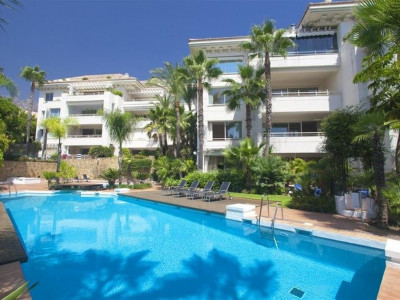 Marbella Golden Mile, Modern apartment nestled in hills above the Marbella Golden Mile