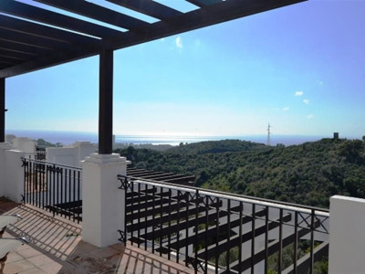 Marbella East, New ground floor apartment in Marbella east with panoramic sea and coastal views