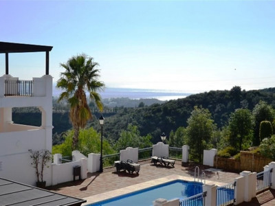 Marbella East, Quality apartment in Marbella east with panoramic sea and coastal views