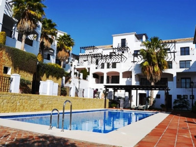 Marbella East, Fashionable triplex apartment in Marbella east with panoramic sea and coastal views