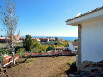 Mijas Costa, Marvelous villa for sale in Mijas Costa set on a large private plot