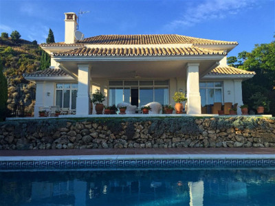 Benahavis, Charming front line golf villa for sale in the prestigious La Quinta Golf resort