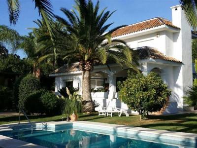 Nueva Andalucia, Fantastic villa for sale in the centre of the Nueva Andalucia Golf Valley