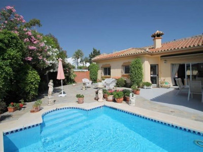 Estepona, Second line beach villa for sale in the New Golden Mile in Estepona