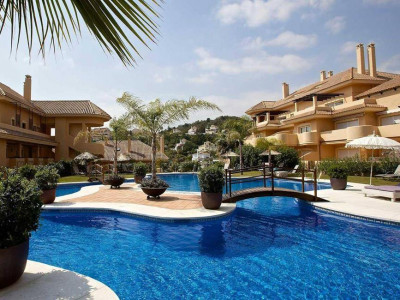 Nueva Andalucia, Stunning elevated ground floor apartment for sale in Aloha in Nueva Andalucia with sea views
