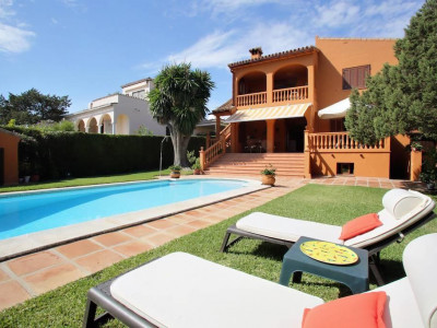 Marbella East, Stunning villa for sale in Marbesa in Marbella east a short walk from the beach