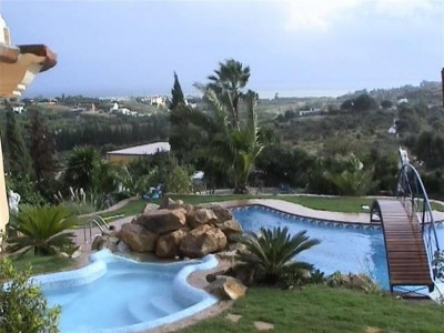 Estepona, Villa for sale in Estepona with stunning views over the gateway of the mediterranean