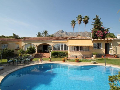 Marbella Golden Mile, Delightful villa for sale in the heart of the Marbella Golden Mile
