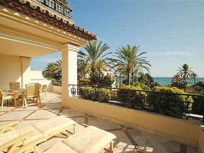Marbella East, Stunning beachside apartment for sale in the presitgious Los Monteros in Marbella east
