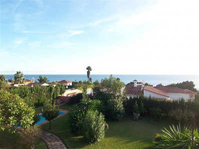 Marbella, Excellent villa for sale in Marbella near the Archway on edge of town