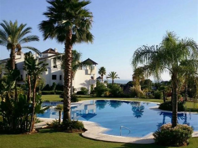Estepona, Fantastic penthouse apartment for sale in El Paraiso with panoramic sea views