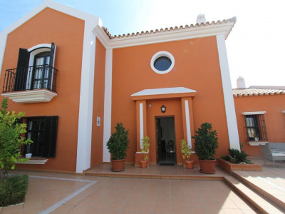 San Pedro de Alcantara, Spacious and sunny 5 bedroom villa in New Golden Mile, Estepona