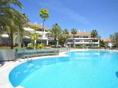 Marbella Golden Mile, Luxury ground floor apartment in a prestigious golf complex in Marbella