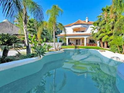 San Pedro de Alcantara, Villa for sale in San Pedro de Alcantara close to the beach & town centre