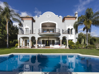 Benahavis, Stunning 5 bedroom villa with sea views in La Quinta, Benahavis
