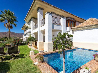 Mijas Costa, Luxury frontline golf villa for sale in La Cala in Mijas Costa