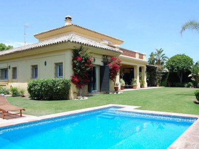 San Pedro de Alcantara, Amazing beach side family home for sale in Guadalmina Baja