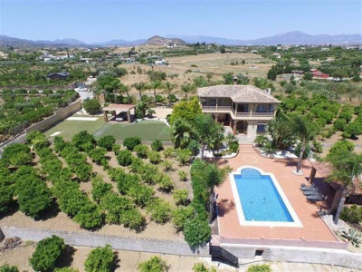 Alhaurin el Grande, Wonderful villa for sale in Alhaurin el Grande with a golf share included