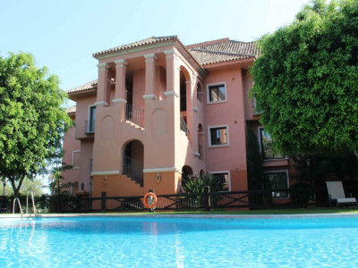 Benahavis, Luxury apartment for sale in Benahavis within a prestigious residential complex