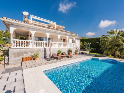 Marbella East, Luminous villa in amazing beachside location in Marbella East
