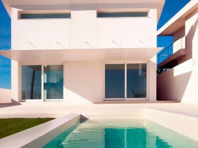 Benalmadena, Brand new contemporary villa for sale in Reserve del Higueron in Benalmadena