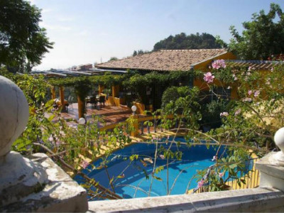 Marbella, Investment opportunity villa with restaurant and apartment for sale in Marbella