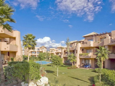 Estepona, Bargain penthouse apartment for sale in Cancelada in the New Golden Mile in Estepona