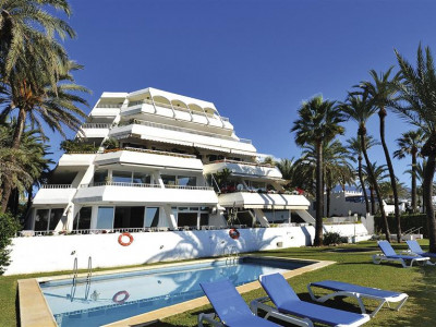 Marbella Golden Mile, Beach front ground floor apartment for sale in the Marbella Golden Mile