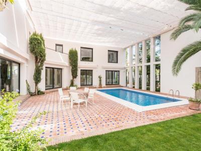 Nueva Andalucia, Completely refurbished contemporary villa for sale in Nueva Andalucia near Puerto Banus