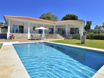 Fuengirola, Bright & light villa for sale in Fuengirola just a few minutes from the beach