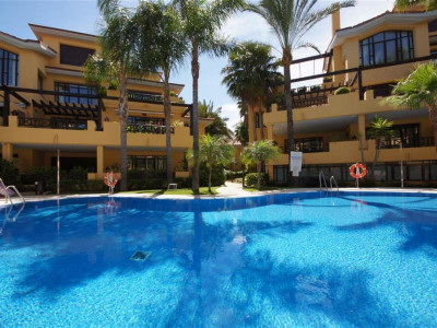 Marbella - Puerto Banus, Beautiful apartment for sale a short walk from the beach and Puerto Banus