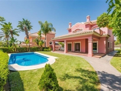San Pedro de Alcantara, Front line golf villa for sale in Guadalmina Alta with views to the golf course