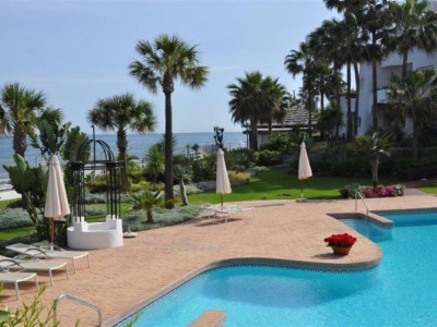 Marbella - Puerto Banus, Luxury beach front apartment close to Puerto Banus in Marbella with sea views