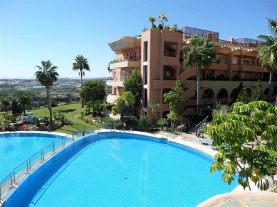 Nueva Andalucia, Fantastic garden apartment for sale in Nueva Andalucia with panoramic sea views