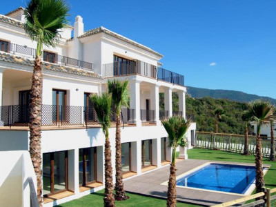 Benahavis, Stunning town house in Benahavis  in a private estate with panoramic views of the coast