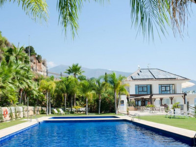 Benahavis, Quality townhouse in Benahavis  in a private estate with panoramic views of the coast