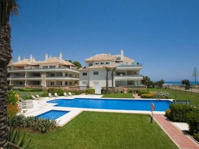 Estepona, Wonderful beach front apartment for sale in Cancelada in Estepona