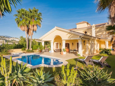 Benahavis, Beautiful villa for sale in a sought after secure gated complex in Benahavis