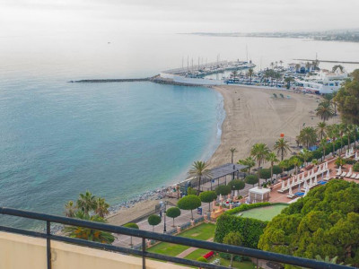Marbella, Wonderful front line beach apartment for sale in Marbella town centre