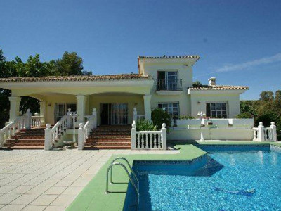 Nueva Andalucia, Villa for sale in Nueva Andalucia within walking distance to Puerto Banus