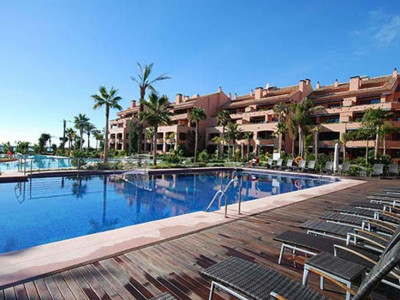 Marbella - Puerto Banus, Luxury beachfront garden apartment for sale in an exclusive urbanisation in Puerto Banus