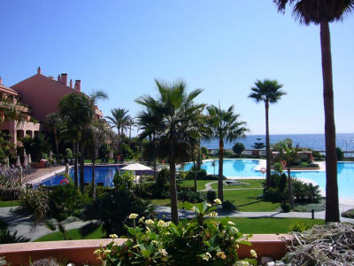Marbella - Puerto Banus, Fabulous beachfront apartment for sale in exclusive in Puerto Banus