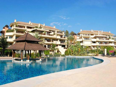 Marbella - Puerto Banus, Stunning Beachside apartment for sale next to Puerto Banus