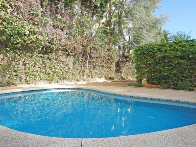 Marbella Golden Mile, Beautiful beach side villa for sale in the heart of the Marbella Golden Mile