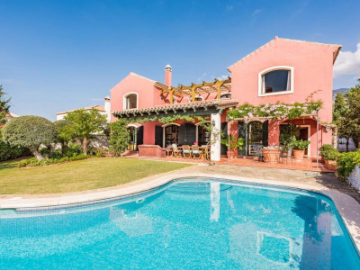Marbella, Rustic  style villa for sale in Marbella close to the town centre