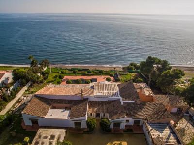 Estepona, Unique opportunity to build a brand new villa on a plot front line beach in Estepona