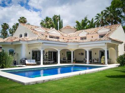 Nueva Andalucia, Elegant villa for sale in Nueva Andalucia just 5 minutes from Puerto Banus