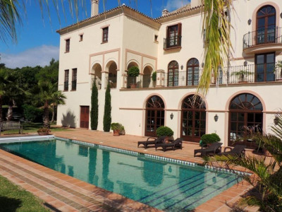 Sotogrande, Magnificent front line golf villa for sale in the prestigious area of Sotogrande